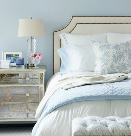 Gorgeous-blue-bedroom.-More-decor-and-design-inspiration-@BrightNest-Blog